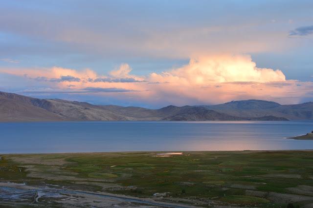 Coucher de soleil sur le lac de Tso Moriri