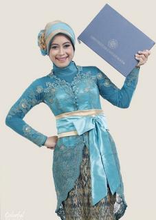 Kebaya Wisuda Muslim Modern Terbaru Yang Sedang Populer Tahun 2016