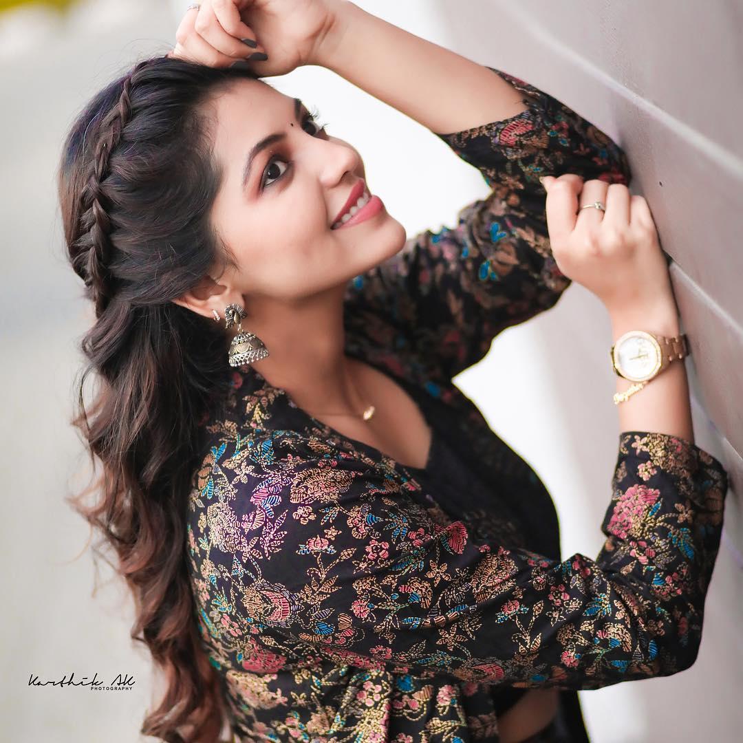 Actress Athulya Ravi New Photoshoot