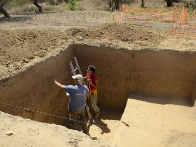 8,000 year old grave dug up by Lisbon