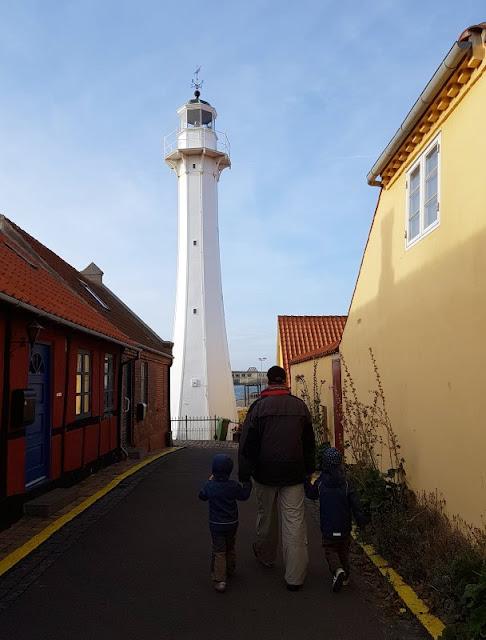 Bornholm mit Kindern im Herbst. Teil 2: Ankommen auf der Sonneninsel des Nordens. Den Leuchtturm von Rönne fanden auch die Kids toll.