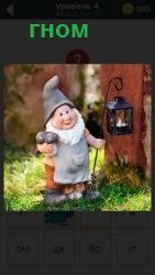 800 слов в лесу около дерева стоит  игрушка гном с фонарем 4 уровень