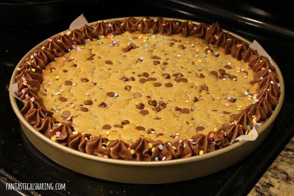 Mrs. Field's Chocolate Chip Cookie Cake Copycat #dessert #copycat #cake #cookie #chocolate #cookiecake