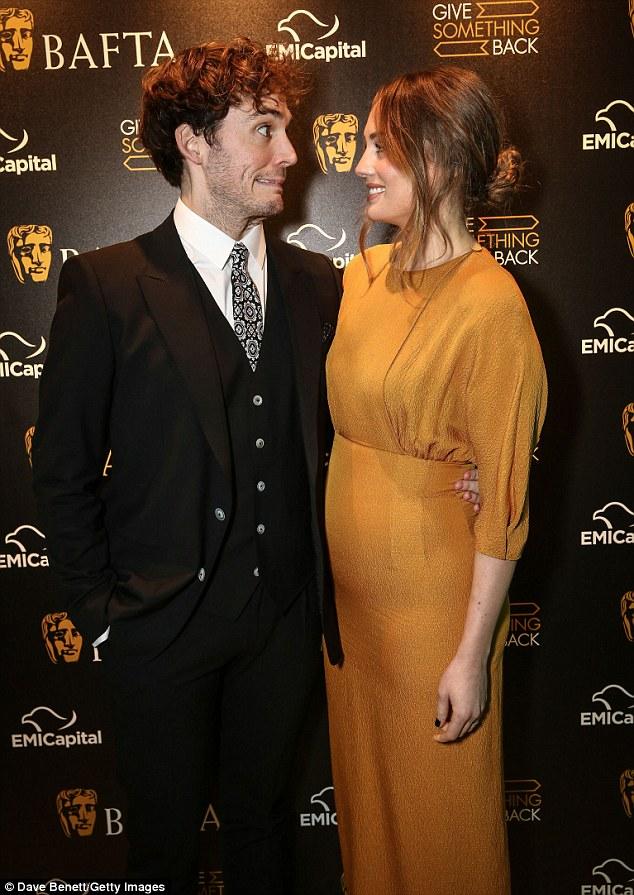 Sam ja Rachel dating ilodating elokuvissa pukeutua