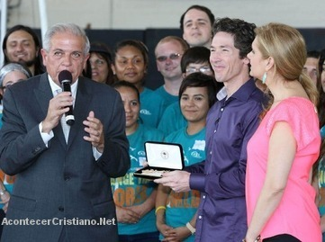Joel Osteen recibe las Llaves de la Ciudad de Miami