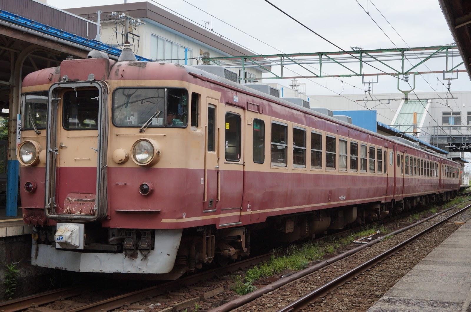 直江津駅停車中のJR西日本475系国鉄色