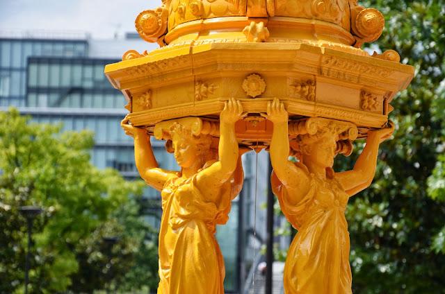 źródlana woda w Paryżu