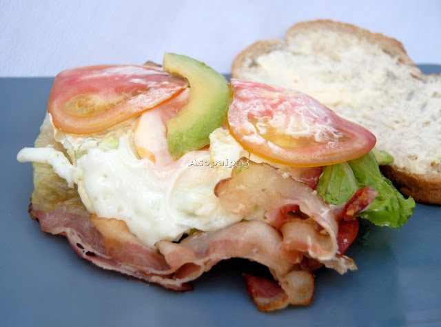 BLAT (Bacon, Lechuga, Aguacate y Tomate)