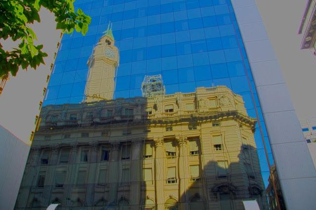 reflejos en edificios vidriado en Buenos Aires