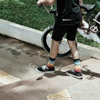 Model Kaos Kaki Stay cool Socks Motif Rainbow kekinian