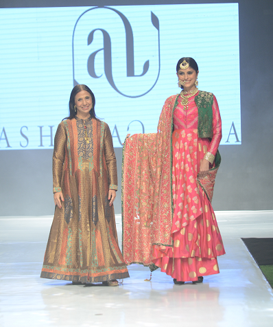 Leena Singh of Ashima-Leena with Showstopper