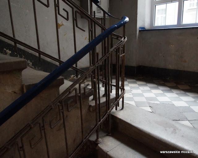 Warszawa Warsaw Praga Północ kamienica architektura stuletnia warszawskie kamienice schody klatka schodowa