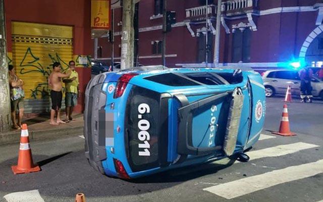 Viatura da PM capota e deixa feridos no Centro Histórico de Salvador