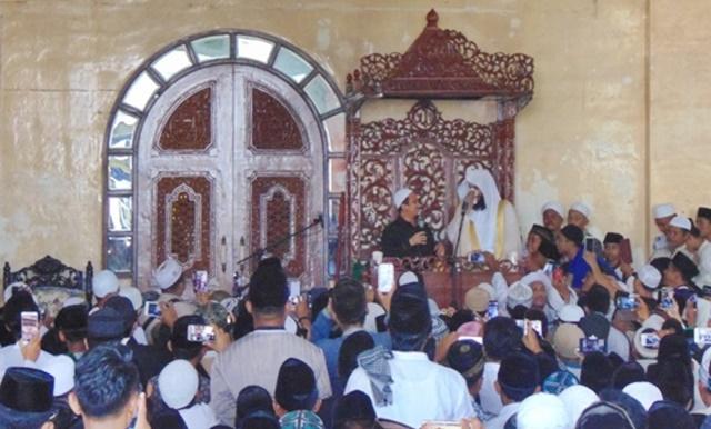 Suasana Haram Terjadi di Masjid Agung Karena Syekh Al Ausyi