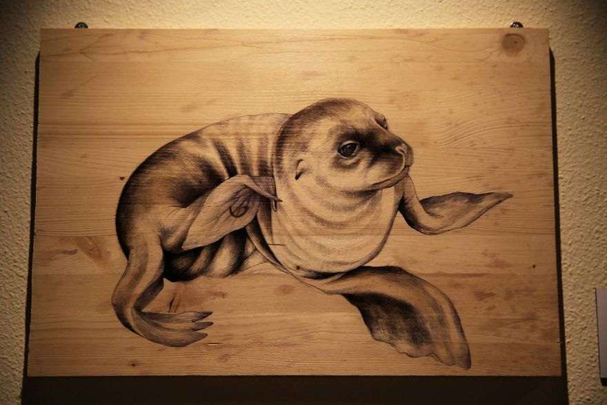 02-Seal-pen-00-Martina-Billi-Recycled-Wooden-Planks-Used-to-Draw-Animals-www-designstack-co