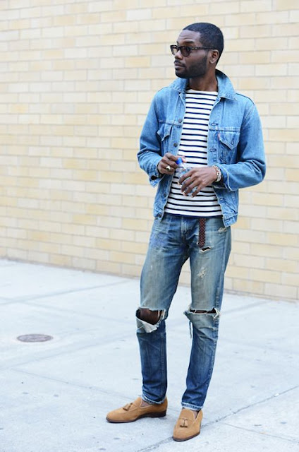 Look Masculino com Camiseta Listrada, Jaqueta Jeans, Calça Destroyed (1)