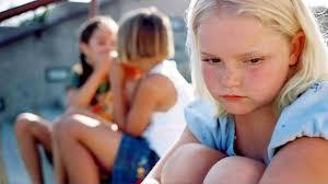 Niños que se aislan y niños que aislan a otros