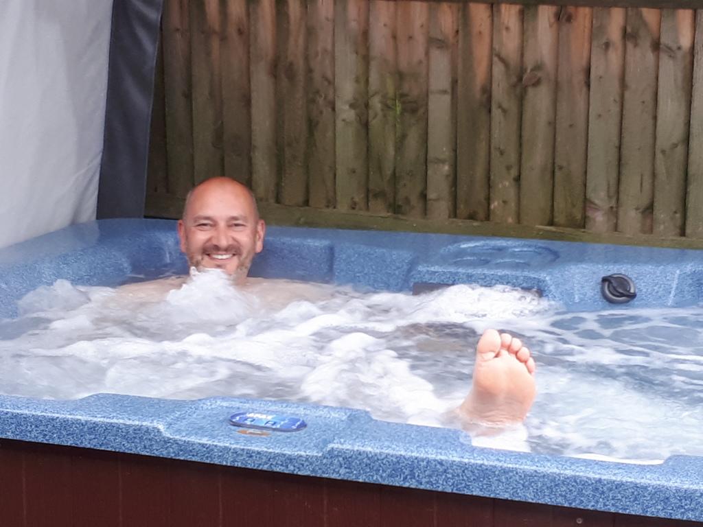 Fifth Trip - Two relaxing in the Bath!! | Jonny and Vonny\'s Caravan ...