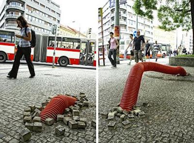 Obra de arte con tubo eléctrico