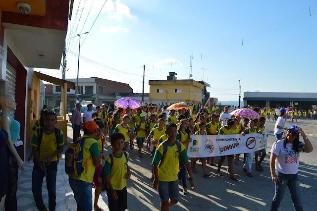 LOCAL: Alunos do Colégio Osvaldo Benício fazem caminhada contra a Dengue.