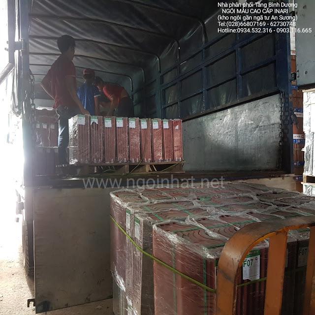 xuất hàng ngói lợp F07 tại kho Tăng Bình Dương
