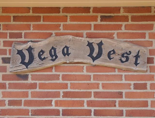 Ferienhaus-Urlaub mit Abwechslung: Ein Ferienhaus mit Aussicht und eins in der Idylle. Unser Zuhause auf Zeit hatte sogar einen Namen: Vega Vest.