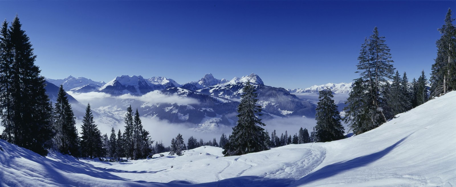 Pristine Alpine slopes beckon to skiers and snowboarders alike. Photo: Gstaad Saanenland Tourismus.