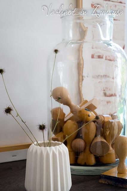 Boheme: Stempel im Glas. Weiße Vase aus Porzellan Hübsch Interior