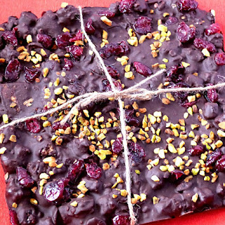 https://danslacuisinedhilary.blogspot.com/2016/02/chocolat-noir-cranberries-pistache-facon-rocky-road.html