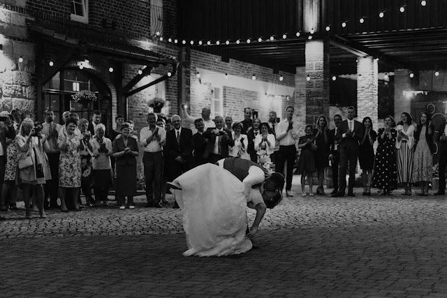Wspaniały pierwszy taniec w plenerze. Lightsome Studio