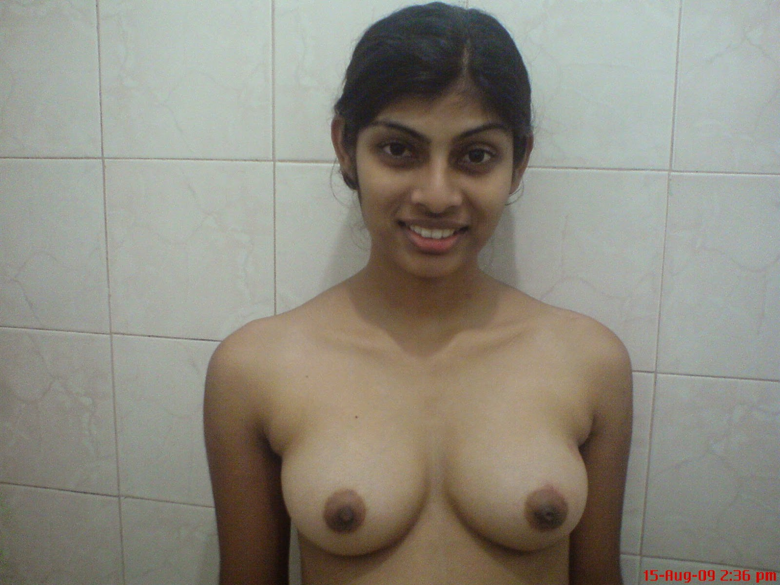Desi indian aunty showing boobs 1
