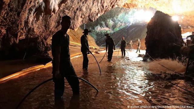 Chefe da equipe de resgate confirma saída de 4 meninos de caverna na Tailândia