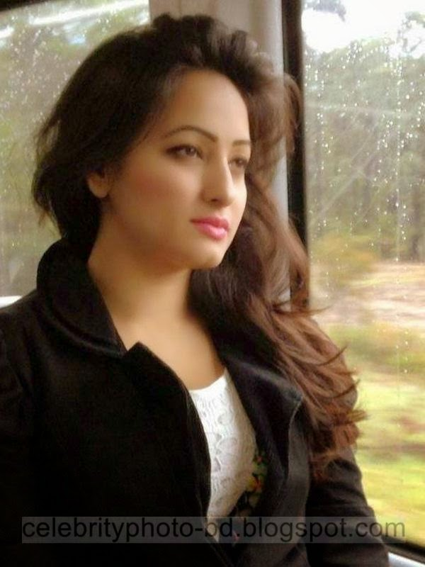 Top Bangladeshi Hot and Attractive Model and Actress Sumaiya Jafar Suzena's New HD Photos Collection 2014-2015 In Skirt and Jeans-Tops Dress