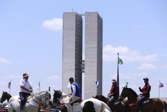 Sertanejos protestaram em Brasília  contra proibição da vaquejada (Marcelo Camargo/Arquivo/Agência Brasil)