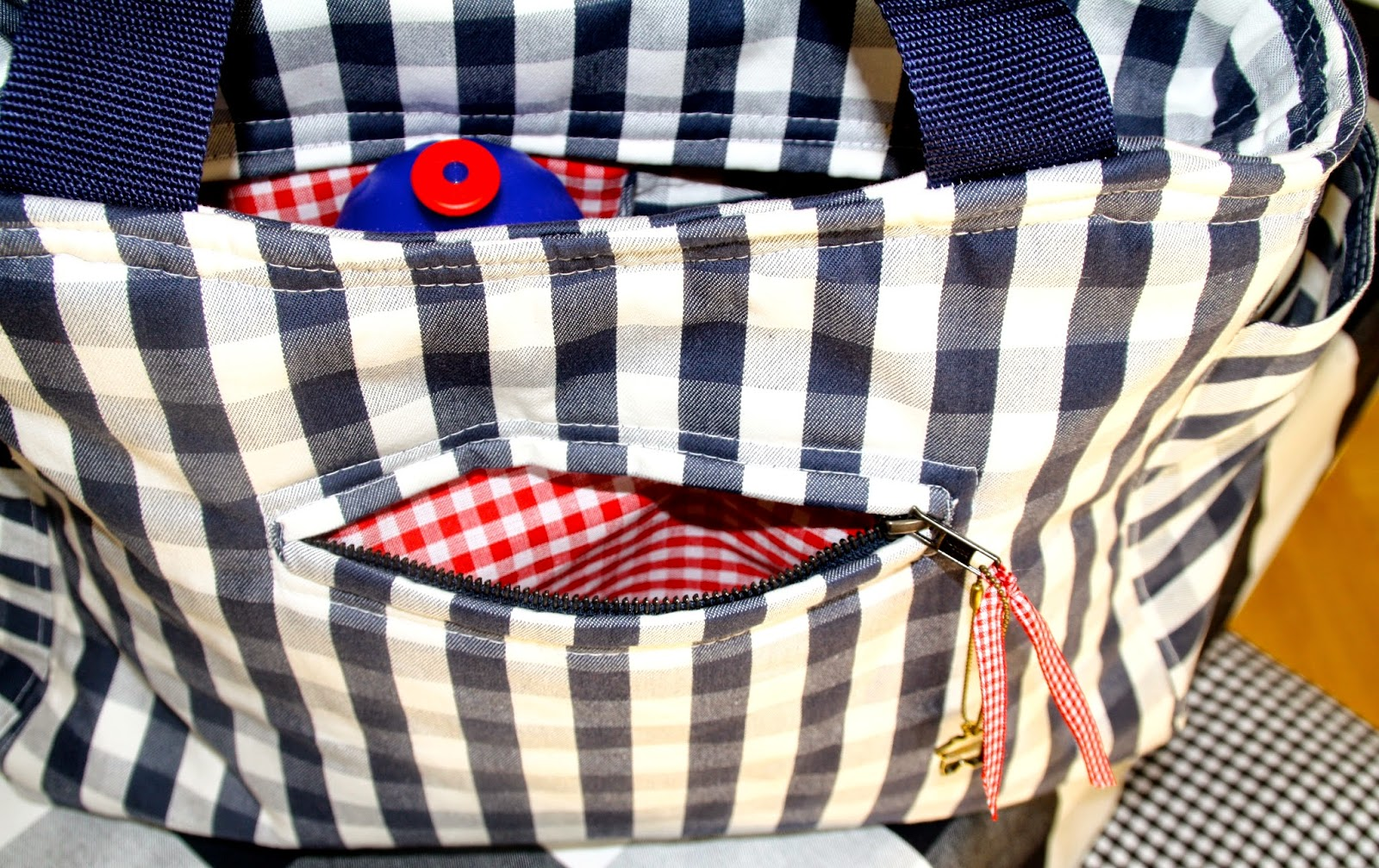 margareteshandmadebox gro e tasche nach maina brumpton ist fertig zum verschenken. Black Bedroom Furniture Sets. Home Design Ideas