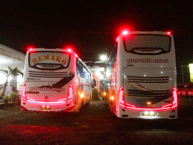 perbandingan bis double decker