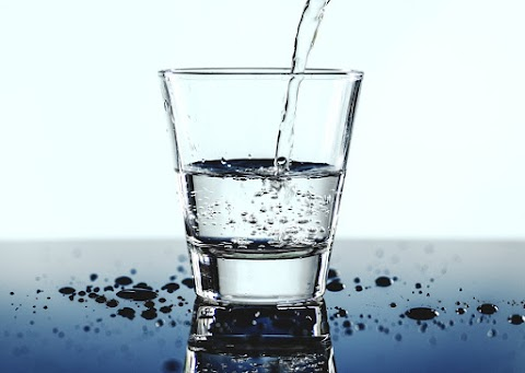 5 Manfaat Minum Air Putih Waktu Pagi