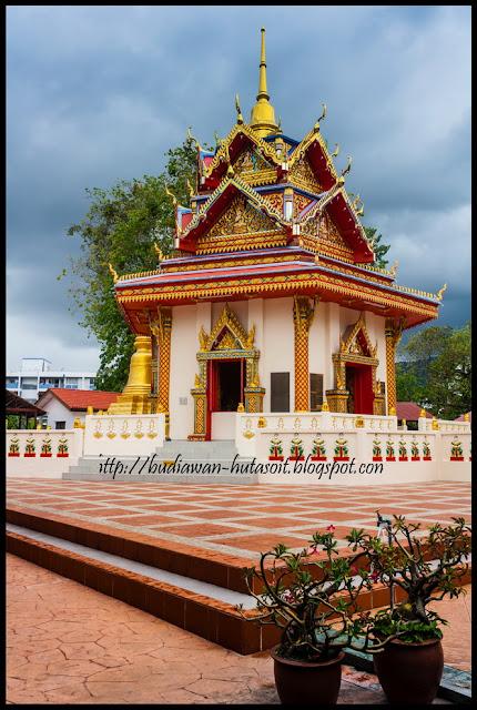 Kuil di Wat Chaiwattanaram Temple Tempat Wisata Populer Penang