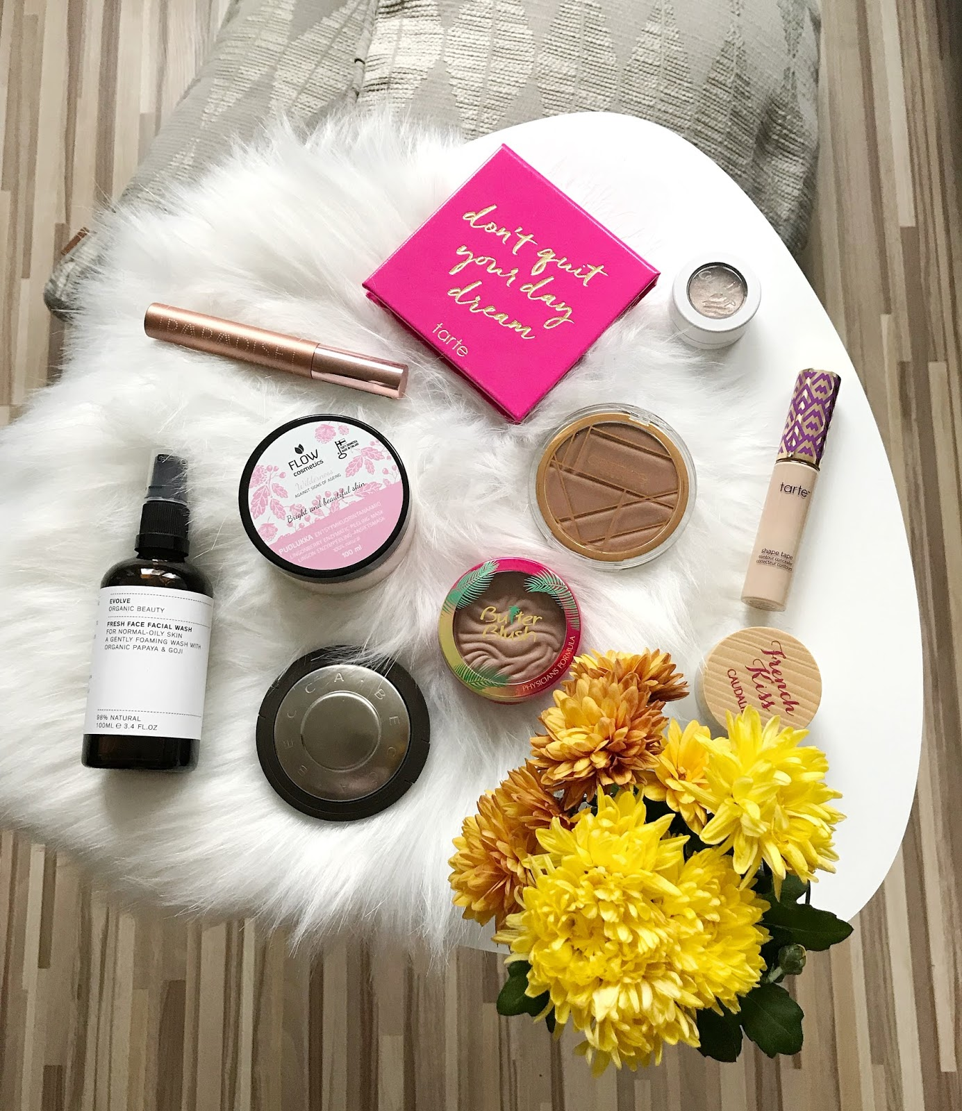 Physician's Formula Butter Blush, Catrice, Becca Champagne Pop, Tarte Don't Quit Your Day Dream, Tarte Shape Tape, L'Oreal Paradise Extatic, Colourpop Super Shock Shadow I Heart This, Evolve Organic Beauty Face Facial Wash, Caudalie French Kiss, Flow Kosmetiikka