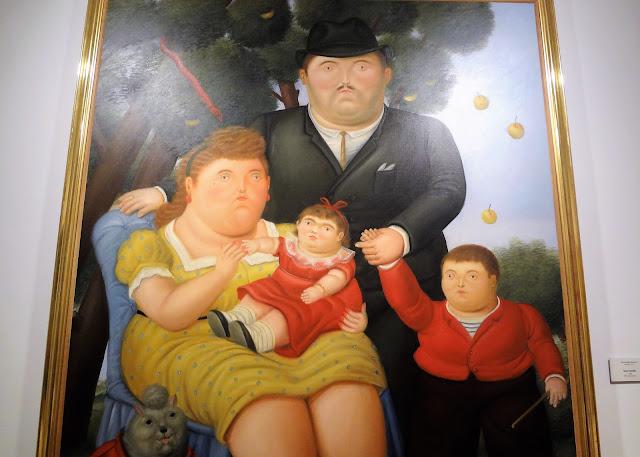 ボテロ作品「典型的なコロンビア家族」(ボテロ博物館)