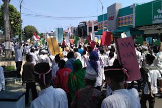 Buntut TGB Dihina Warga Muslim NTB Protes