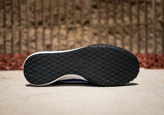 Nike Sports Wear Waffle Racer sole sola