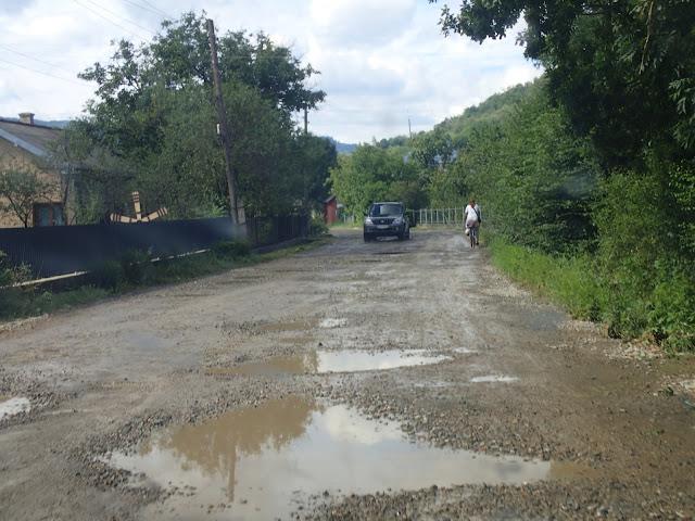 Ukraińskie drogi dalej są dziurawe, ale jedziemy!