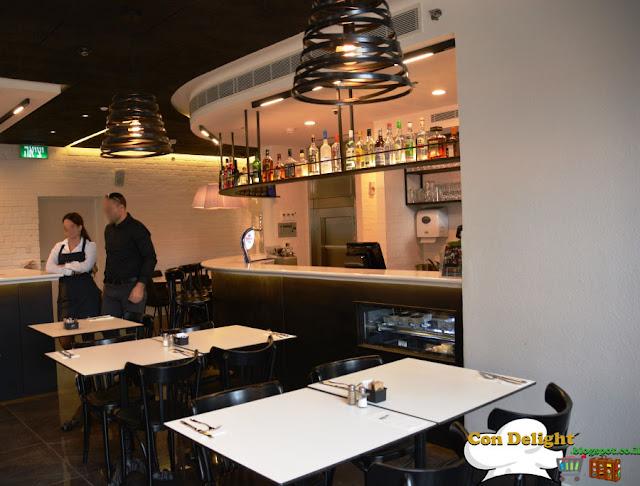 בתוך מסעדת נחמן Inside Nahman restaurant