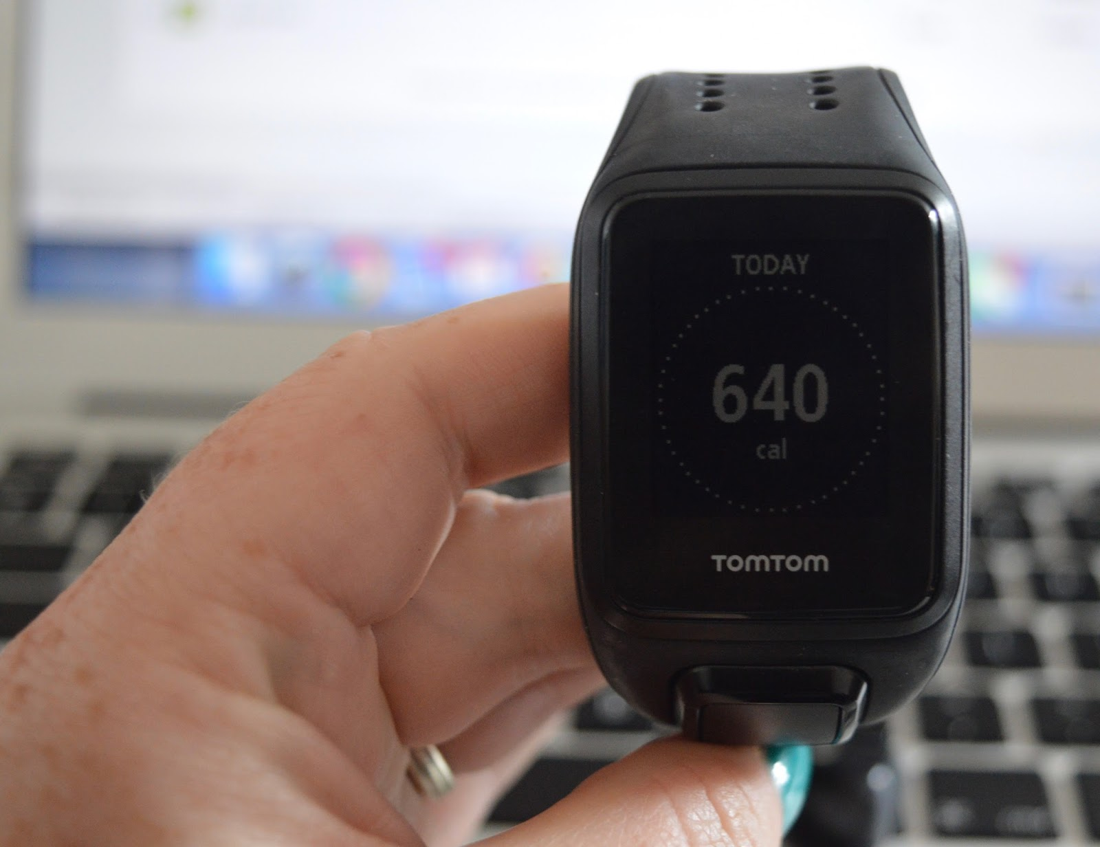 TomTom Spark Cardio + Music GPS Fitness Watch + Bluetooth headphones - A Review