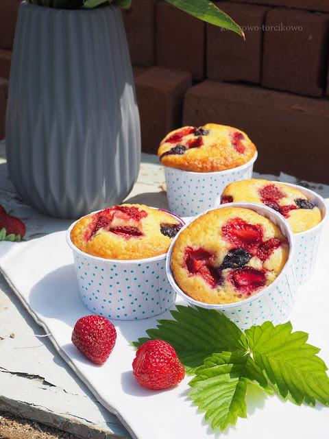 jogurtowe-muffiny-z-truskawkami