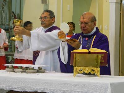 Resultado de imagem para foto de quarta-feira de cinzas na catedral de teresina