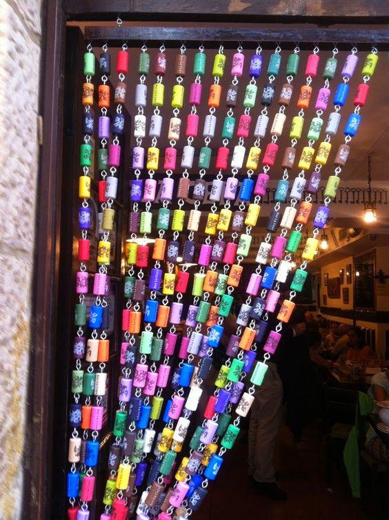 Reciclar reutilizar y reducir cortinas de corchos for Anillas plastico para cortinas
