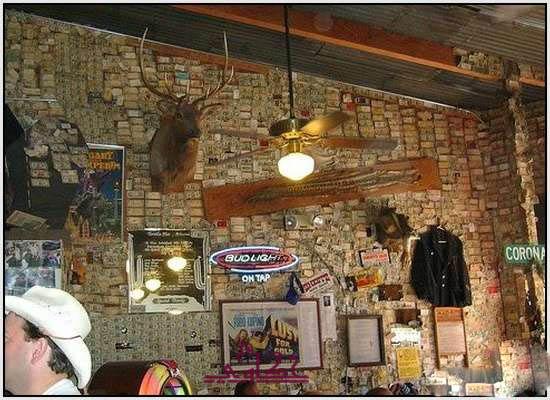 750 الف دولار تغطى جدران مطعم 469.jpg