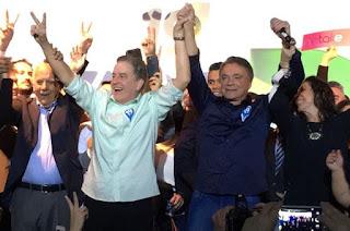 http://vnoticia.com.br/noticia/3005--lvaro-dias-e-oficializado-candidato-a-presidencia-pelo-podemos
